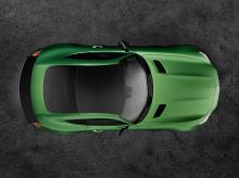Он полностью собран вручную и производит невероятные 577 л.с. благодаря сильно переработанному AMG 4,0-литровому V8 biturbo. Этот двигатель дополнительно соединен с эксклюзивной семиступенчатой коробкой передач с двойным сцеплением. Как и любой друго