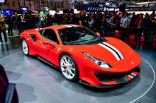 Главная звезда Ferrari на Женевском автосалоне 2018 года - Ferrari 488 Pista. Хардкорный вариант 488 выпущен как раз к лету. Pista, похоже, будет самой лучшей итерацией с центрально расположенным двигателем V8 от Ferrari.