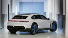 Визуально, Porsche Mission E Cross Turismo выглядит очень похожим на Panamera Sport Turismo.