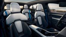 Mission E Cross Turismo имеет инновационную четырехточечную систему индикаторов и технологию Porsche X-Sight, применяемую к передним фарам.