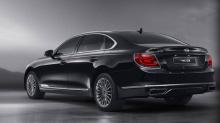 Следующее поколение K900 будет предлагаться с 3,3-литровым V6 в сочетании с восьмиступенчатой автоматической коробкой передач, мощностью 296 л.с. и 348 Нм крутящего момента. Следующим будет 3,8-литровый V6 с 329 л.с. и 394 Нм. Топовой силовой установ