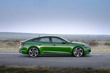 Чистый дизайн Audi: RS 5 Sportback использует все те отличительные черты, которыми бренд известен и добавляет немного больше спортивности. Похожий на Audi 90 Quattro IMSA GTO, RS 5 имеет широкую и плоскую решетку радиатора, большие эксклюзивные для R