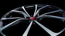 И, как мы ожидали от автомобиля такого класса, F-Pace SVR обладает самыми передовыми инженерными технологиями, обеспечивающими уверенность и превосходную производительность внедорожника. Новая технология полного привода работает с системой Intelligen