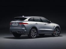 Автомобиль мускулистый, уверенный и элегантный. Конечно, команда Jaguar не разочаровала. Везде присутствуют некоторые аэродинамические изменения - были установлены более крупные воздухозаборники на передних и боковых крыльях, новый эксклюзивный капот