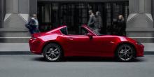 Mazda говорит, что она претерпела «усовершенствования NVH», чтобы уменьшить нежелательный шум в салоне и «подчеркнуть приятный звук двигателя MX-5».