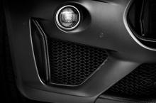 Автомобиль производит 730 Нм крутящего момента и может разгоняться до 100 км/ч за 3,8 секунды, опережая предыдущую топовую модель V6 S на 1,3 секунды. Максимальная скорость, как утверждается, составляет более 300 км/ч.