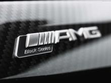 «И вы знаете, с моделью GT, нет никакого смысла в C-Class Coupe Black Series». Моэрс стал гораздо менее разговорчивым, когда его спросили о разработке AMG GT Black Series, концепции, о которой компания совершенно откровенно заявляла публично. «GT S R