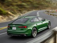 Он также добавил, что трансмиссия была улучшена по сравнению с той, что использовалась в S5. Цены на RS5 Sportback в настоящее время не известны, но ожидайте, что купе будет стоить от 69 900 долларов в Северной Америке. Автомобиль появится в автосало