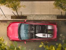 Электрический RAV4 мог проехать до 165 км, прежде чем ему понадобилось бы потратить пять часов для зарядки от 40А/240В, или абсурдные 44 часа, подключенным к стандартной розетке 12А/120В. Он стоил смешные $49,800. Это нормальная цена для Toyota, так