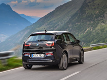 В это время разработчики i1 будут заниматься ориентированным на семью дизайном, с пятью дверями и просторным салоном нового электро-кара. BMW также намекнул, что производство i3 и i8 может быть завершено после 2021 года и заменено i4 и iNext в 2020 г