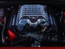 «Объединение последних автомобилей Dodge Challenger SRT Demon и Dodge Viper - двух самых популярных суперкаров Америки - под крышей Barrett-Jackson дает кому-то последний шанс завладеть этой уникальной частью автомобильной истории», добавил он.