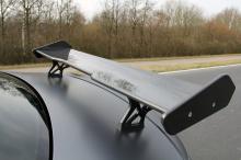 Он получил специальную решетку M-Performance и передний спойлер M2 GP. Этот вид еще больше усиливается карбоновыми акцентами, в том числе диффузором M Performance, также выполненным из углеродного волокна, который обеспечивает оптимальное место для ч