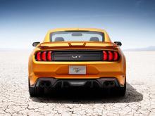 В глобальном масштабе клиенты продолжают выбирать Mustang GT и его 5,0-литровый V8 с гораздо большей частотой, чем 2,3-литровый EcoBoost с четырьмя цилиндрами.