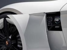 К концу 2019 года Porsche планирует запустить по меньшей мере 500 быстрых зарядных установок в своих представительствах и по всей территории США. Компания намерена установить первую волну своей зарядной инфраструктуры к тому моменту, когда Mission E