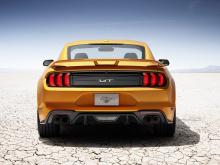 В том числе новость о том, что Ford Mustang выступит в сезоне NASCAR 2019 с обновленным Mustang Cobra Jet 2018, перед выпуском самого ожидаемого 2019 GT500 в конце этого года, который получит турбированный V8 с более чем 700 лошадиными силами. Загляд