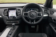 XC90, выпущенный еще в 2002 году, зарекомендовала себя как один из самых известных автомобилей марки, а также во всем сегменте автомобилей. Первые модели Volvo XC90 были оснащены множеством новых функций безопасности, которые, к счастью, спасли тысяч