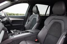 И с тех пор Volvo не останавливался и постоянно улучшал XC90 - в 2014 году производитель запустил две дополнительные функции безопасности: Run-off Road Protection и автоматическое экстренное торможение.