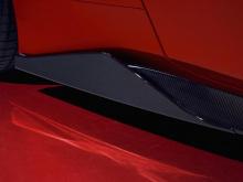 Итальянский тюнер изменил 3,9-литровый двухцилиндровый V8 GTB с турбонаддувом, чтобы прокачать его до колоссальных 820 лошадиных сил. Благодаря 100 дополнительным лошадям под капотом, 488 FPlus Corsa теперь разгоняется до 100 км/ч всего за 2,8 секунд