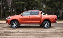 Кроме того, в рамках стандартного оборудования Toyota имеет систему Toyota Safety Sense с предупреждением о выезде из полосы движения и о столкновениях, Toyota Touch 2 с Go Multimedia и многое другое.