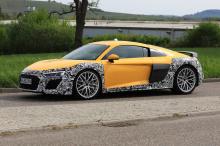 Испытательный автомобиль был замечен возле штаб-квартиры компании в Ингольштадте в камуфляже. Фотографии следуют за слухами о том, что Audi может прекратить выпуск суперкара в следующем поколении. Ясно, что перед тем, как Audi решится на это, у компа
