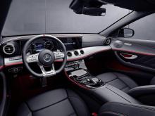 Mercedes-AMG имеет расход 8,7 л на 100 км и уровень выбросов 200 г/км. Обе модели имеют ограниченную электроникой максимальную скорость 250 км/ч и разгоняются до 100 км/ч всего за 4,5 секунды. Оба автомобиля используют стандартную коробку передач AMG
