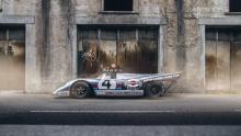 Это не первый раз, когда мы пишем о «дорожном» 917. Один экземпляр был создан механиком Йоахимом Гроссманом, он получил запасное шасси и корпусом для использования на улице. Эта последняя версия является более аутентичной, принадлежащей Клаудио Родда