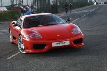 С кузовом цвета Rosso Scuderia и интерьером Nero Alcantara, машина имеет всего 26 500 миль на часах. Автомобиль был зарегистрирован еще в 2004 году, и его единственный владелец был одним из 116 человек, которые владеют такой красотой в Великобритании
