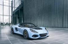 Lotus стал легче, мощнее, а также получил большую прижимную силу везде, где это возможно, чтобы легкий суперкар так и оставался лучшим в своей категории.
