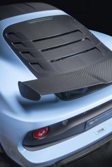 Lotus Exige Sport 410 – это объединение Exige Sport 350 и экстремального Exige Cup 430. Статистика должна быть очевидной из названия. Этот конкретный вариант Exige будет доступен в форматах Coupe и Roadster.