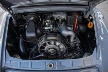 Клиент из Берлина недавно отремонтировал 356 C-Convertible, и теперь ищет способы сделать автомобиль более винтажным. Фактически, этот Speedster уже прошел первый этап настройки таким образом : еще в 1989 году автомобиль был кабриолетом 911 Tagra 3.2