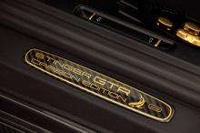 Та же история происходит и с Panamera. Carbon Edition копирует популярный Stingray GTR, но и добавляет детали, которые еще не были карбоновыми.