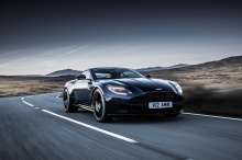 Поставки стандартного Aston Martin DB11 AMR запланированы на ближайшее с ценами от £174995 в Великобритании, $241 000 в США и €218,595 в Германии.