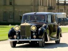 Этот невероятный автомобиль – настоящий прорыв в технике, он сохраняет такое же распределение веса, что и оригинал. Он также на 100 фунтов легче, поэтому он все равно должен управляться как оригинальный автомобиль. Замена знаменитого шестицилиндровог