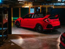Специально созданный отделом Product Engineering на заводе Honda в Суиндоне, новый Type R Pickup претерпел всеобъемлющие обновления, которые привели к соблазнительному внешнему виду, наполненному тоннами энергии и мощи.