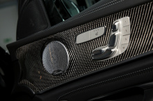 Передний бампер получил новый сплиттер из карбона, задний спойлер и диффузор. Кроме того, автомобиль может быть укомплектован эксклюзивными дисками ET25 размером 9,5x20 дюймов спереди и 10x20 дюймов сзади с матовыми черными Y-образными спицами. Здоро
