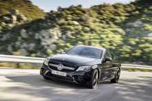 Наконец, энтузиасты и поклонники могут насладиться возможностями C 200 AMG Line Coupe и C 200 AMG Line Cabriolet. Предлагаемые с новой линейкой двигателей и дополнительными преимуществами эти два автомобиля заслуживают внимания. Итак, давайте начнем!