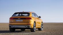 Последний Q8 представляет новый язык дизайна. Конечно, известные линии и кривые Audi всё еще присутствуют, но на этот раз команда дизайнеров сумела изменить их, так чтобы привнести нечто свежее в это семейство. Автомобиль получил решетку радиатора Si