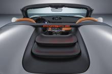 Внутри, Speedster множество систем навигации, радио и система кондиционирования. Сиденья выполнены из карбона. Светло-коричневая натуральная кожа коньячного цвета украшает интерьер.
