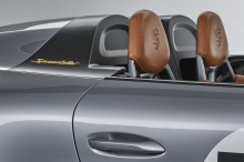 За основу корпуса концепт-кара был взят 911 Carrera 4 Cabriolet. Кузов получил новые крылья, багажник и капот из карбона, армированного полимерным композиционным материалом. Лакокрасочное покрытие представляет собой смесь традиционного цвета GT Silve