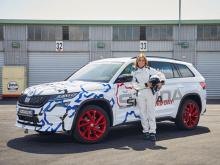 Чтобы помочь установить рекорд, Skoda объединилась с Сабиной Шмитц, ведущей Top Gear и легендарным специалистом на Нюрбургринге, а также единственной женщиной, выигравшей 24 часа в Нюрбургринге.