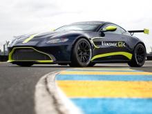 Модель GT3 может похвастаться 525 лошадиными силами и 700 Нм крутящего момента, что делает ее немного более мощной, чем дорожный спорткар, на котором она базируется (с его 503 л.с. и 684 Нм). С весом в 1,245 кг он также легче, чем Vantage (примерно н