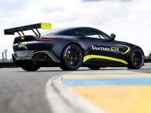 Как и дорожные и GTE-модели, Vantage GT3 и GT4 имеют 4-литровый твин-турбо двигатель V8 от Mercedes-AMG.
