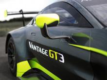 Мы видели новый Aston Martin Vantage в дорожной отделке. Мы даже видели его в спецификации GTE Racing. Так что же дальше? Rонечно, больше гонщиков! И это то, что британский автопроизводитель показал на 24 часах Ле-Мана. В гонке также участвовали два