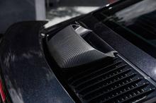 Внешний пакет T-ART включает боковые воздухозаборники, воздухозаборник на крышке двигателя, новые решетки спереди, новый спойлер на крыше, накладки на пороги, сплиттер переднего бампера и диффузор. Все детали изготовлены из карбона с матовым или гл