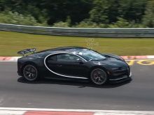 Мы не слишком часто видим что-то подобное. Благодаря авто журналистам Automotive Mike у нас есть видеозапись не одного, но целых двух Bugatti Chiron на тестировании в Нюрбургринге.
