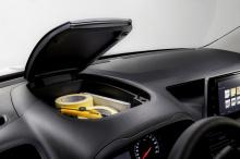 И как любой другой современный автомобиль, в нем есть множество гаджетов для комфорта: система обнаружения пешеходов, система контроля полосы, помощник при движении на подъем, интеллектуальная система адаптации скорости, автоматический круиз-контроль