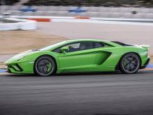 Несколько руководителей Lamborghini недавно отметились, заявив, что итальянская компания по производству суперкаров не намерена переходить от атмосферных двигателей V10 и V12 к турбированным V8. Однако для того, чтобы продолжить соблюдение санкционир