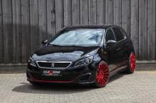Команда CLEMENS Motorsport демонстрирует модернизированный автомобиль Peugeot GTI