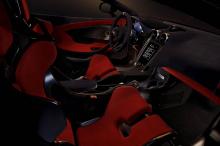 Программа экономии веса McLaren означает, что 600LT весит на 96 кг легче, чем купе McLaren 570S. Общий сухой вес со всеми облегченными деталями MSO составляет всего 1,247 кг.