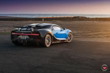 И нам любопытно, что этот человек может рассказать об этом проекте послепродажного тюнинга. Майами Vossen Wheels оснастили классический синий Chiron комплектом новых колес. Результат - единственная в своем роде фотосессия.
